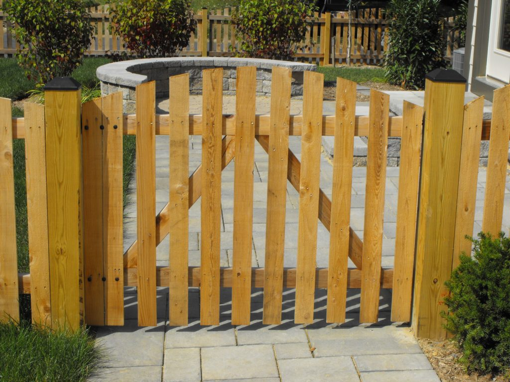 Custom Wood Fence Installation, Fence Style | Builders Fence Company